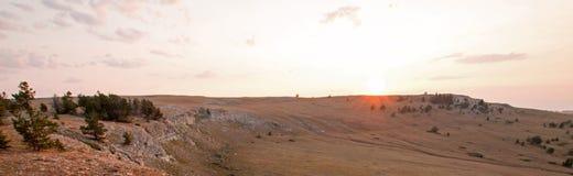 Ανατολή πέρα από το φαράγγι/το κύπελλο φλυτζανών τσαγιού στην κορυφογραμμή Sykes στα βουνά Pryor στα σύνορα του Ουαϊόμινγκ Μοντάν Στοκ φωτογραφίες με δικαίωμα ελεύθερης χρήσης