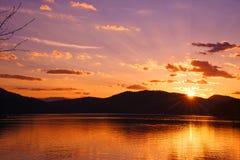 Ανατολή πέρα από Whitefish τη λίμνη, Μοντάνα Στοκ φωτογραφία με δικαίωμα ελεύθερης χρήσης