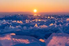 Ανατολή παγωμένη στη Baikal λίμνη στη χειμερινή εποχή, νησί Olkhon, Σιβηρία, Ρωσία στοκ εικόνα
