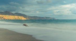Ανατολή στην παραλία στην παραλία στοκ φωτογραφία με δικαίωμα ελεύθερης χρήσης