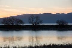 Ανατολή στη λίμνη στοκ φωτογραφίες με δικαίωμα ελεύθερης χρήσης