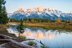 Ανατολή στη χιονισμένη σειρά βουνών Teton το πρόωρο φθινόπωρο στοκ εικόνα