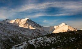 Ανατολή στις αιχμές χιονιού στοκ εικόνες με δικαίωμα ελεύθερης χρήσης