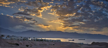Ανατολή στον κόλπο του Άκαμπα και Eilat, Ισραήλ Στοκ φωτογραφία με δικαίωμα ελεύθερης χρήσης