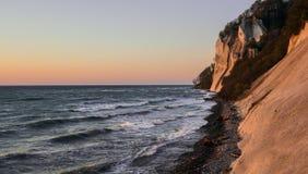 Ανατολή στους απότομους βράχους Moen, Δανία στοκ φωτογραφία με δικαίωμα ελεύθερης χρήσης