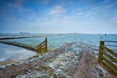 Ανατολή στο χειμερινό πεδίο Στοκ φωτογραφίες με δικαίωμα ελεύθερης χρήσης