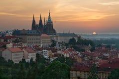 ανατολή της Πράγας κάστρων Στοκ Εικόνες