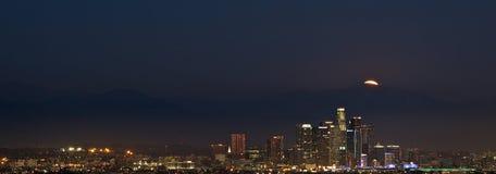 Ανατολή του φεγγαριού πέρα από το Λος Άντζελες Στοκ Εικόνες