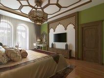 Ανατολική κρεβατοκάμαρα στο αραβικό ύφος, ξύλινο headboard και τους πράσινους τοίχους TV απεικόνιση αποθεμάτων
