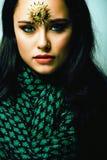 Ανατολική πραγματική μουσουλμανική γυναίκα ομορφιάς με στενό επάνω κοσμήματος, WI νυφών στοκ εικόνα