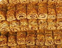 ανατολικός μέσος γλυκός παραδοσιακός δίσκος επιδορπίων baklava στοκ εικόνα με δικαίωμα ελεύθερης χρήσης