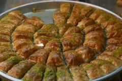 ανατολικός μέσος γλυκός παραδοσιακός δίσκος επιδορπίων baklava στοκ φωτογραφία με δικαίωμα ελεύθερης χρήσης