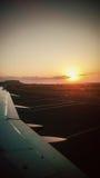 Ανατολή από το παράθυρο αεροπλάνων Στοκ Φωτογραφίες