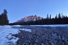 Ανατολή βουνών του Castle, εθνικό πάρκο Banff, Καναδάς Στοκ Εικόνες