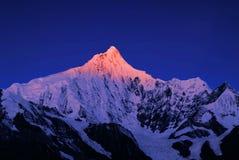 Ανατολή βουνών χιονιού Meili στοκ φωτογραφία