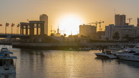 Ανατολή Γιοτ και βάρκες στη μαρίνα Sharq timelapse στο Κουβέιτ Πόλη του Κουβέιτ, Μέση Ανατολή φιλμ μικρού μήκους