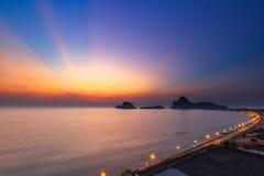 Ανατολή θάλασσας και ουρανού στο AO Prachuab, Prachuap Khiri Khan, νότος της Ταϊλάνδης Στοκ Φωτογραφίες
