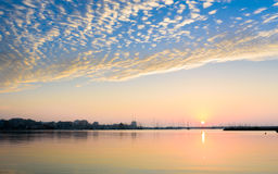 Ανατολή με τα σύννεφα στο λιμένα ΙΙ Στοκ εικόνα με δικαίωμα ελεύθερης χρήσης