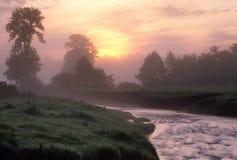 Ανατολή πέρα από έναν ποταμό στοκ φωτογραφία με δικαίωμα ελεύθερης χρήσης