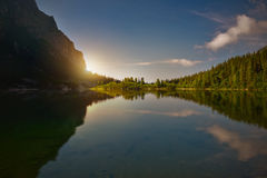 Ανατολή πέρα από μια λίμνη βουνών Pleso Popradske Στοκ εικόνα με δικαίωμα ελεύθερης χρήσης