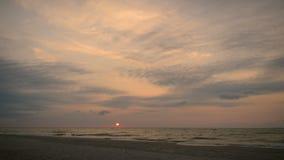 Ανατολή πέρα από την ακτή Μαύρη Θάλασσα, χρονικό σφάλμα απόθεμα βίντεο