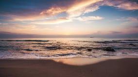 Ανατολή πέρα από την παραλία, βίντεο απόθεμα βίντεο