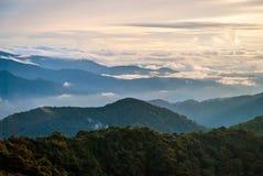 Ανατολή πέρα από τη ζούγκλα στις ορεινές περιοχές του Cameron, Μαλαισία Στοκ Φωτογραφίες