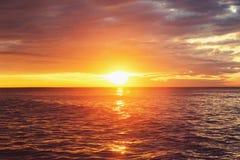 Ανατολή πέρα από τη θάλασσα Στοκ Φωτογραφίες