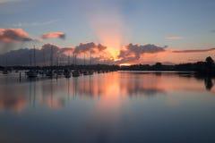 Ανατολή πέρα από τη μαρίνα, Ώκλαντ, Νέα Ζηλανδία Στοκ Εικόνα