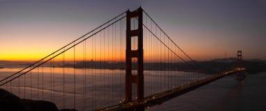 Ανατολή πέρα από τη χρυσή γέφυρα πυλών του Σαν Φρανσίσκο στοκ φωτογραφία
