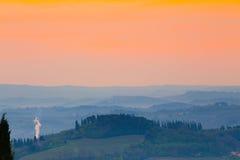 Ανατολή πέρα από τους tuscanian λόφους Στοκ Εικόνες