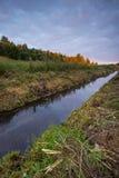 Ανατολή πέρα από το λιβάδι και τον ποταμό Στοκ Φωτογραφία