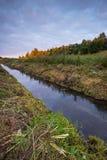 Ανατολή πέρα από το λιβάδι και τον ποταμό Στοκ φωτογραφίες με δικαίωμα ελεύθερης χρήσης