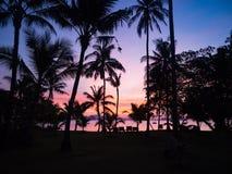 Ανατολή παραλιών πέρα από τη Θάλασσα Ανταμάν στην Ταϊλάνδη με τη σκιαγραφία ο Στοκ φωτογραφίες με δικαίωμα ελεύθερης χρήσης