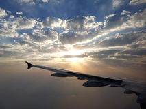 Ανατολή που ταξιδεύει μέσω των σύννεφων Στοκ Εικόνες