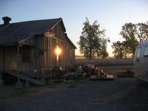 Ανατολή που χτυπά μια καλύβα στη χώρα Μισισιπής βαμβακιού στοκ εικόνα με δικαίωμα ελεύθερης χρήσης