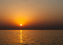 Ανατολή σε Ινδικό Ωκεανό/το Φούτζερα Ε.Α.Ε. Στοκ Εικόνες