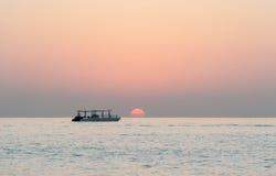 Ανατολή σε Ινδικό Ωκεανό/το Φούτζερα Ε.Α.Ε. Στοκ Φωτογραφία