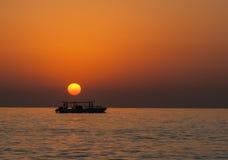 Ανατολή σε Ινδικό Ωκεανό/το Φούτζερα Ε.Α.Ε. Στοκ Εικόνα