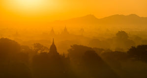 Ανατολή σε παλαιό Bagan χωρίς μπαλόνια ζεστού αέρα Στοκ εικόνες με δικαίωμα ελεύθερης χρήσης