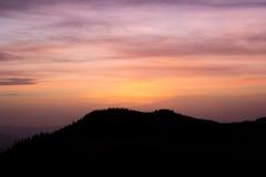 Ανατολή στα βουνά στοκ φωτογραφίες