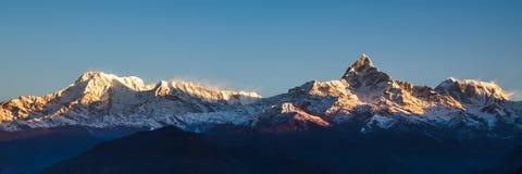 Ανατολή στα βουνά Annapurna - Ιμαλάια Στοκ εικόνα με δικαίωμα ελεύθερης χρήσης
