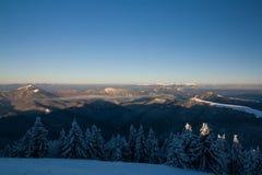 Ανατολή στα χειμερινά βουνά - μεγαλύτερο Fatra, Σλοβακία Στοκ εικόνα με δικαίωμα ελεύθερης χρήσης