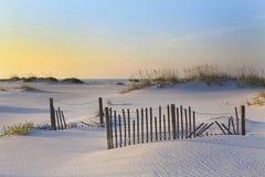 Ανατολή στην άσπρη παραλία της Φλώριδας άμμου Στοκ Εικόνες