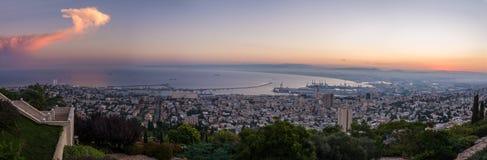 Ανατολή στη Χάιφα από τον περίπατο του Louis στοκ εικόνα