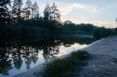 Ανατολή στον ποταμό νωρίς το πρωί Στοκ Εικόνες