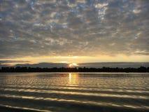 ανατολή στον ποταμό Στοκ Εικόνες
