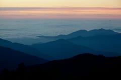 Ανατολή στο βουνό ΝΕΠΑΛ των Ιμαλαίων Στοκ Εικόνα