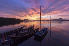 Ανατολή στο ψαροχώρι Στοκ φωτογραφία με δικαίωμα ελεύθερης χρήσης