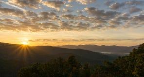 Ανατολή στο Appalachians της δυτικής βόρειας Καρολίνας Στοκ εικόνα με δικαίωμα ελεύθερης χρήσης